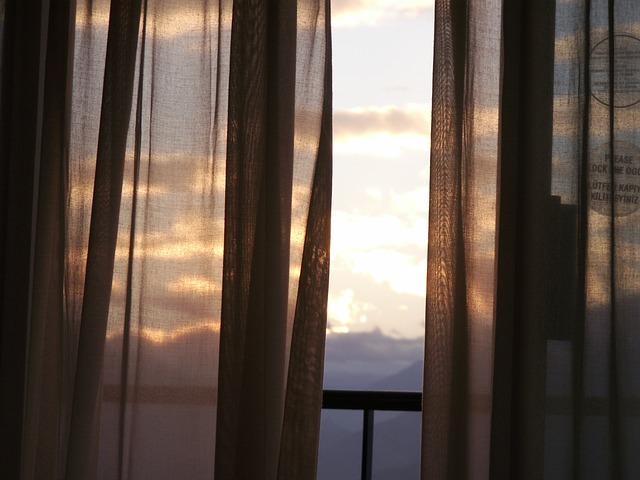 balcony-252694_640