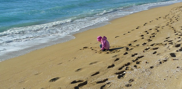 sand-beach-560855_640