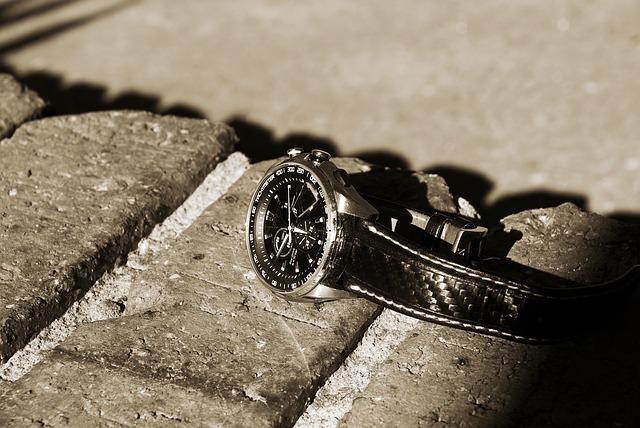 watch-687139_640