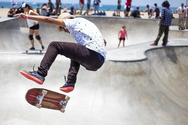 skater-821502_640