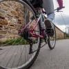 歩道でガンガン速度出して自転車乗ってるバカって、想像力が本当に無いんだと思う