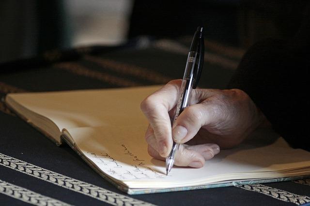 【うつ予防】もやもやと答えのない悩みをずっと考え続け始めたら、ノートに書きだして整理する